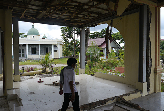 2014-Aceh-wrecked-home-572x388