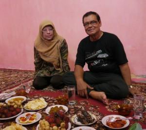Umar Ali and Rusnah at home - Chris_edit 1000x895