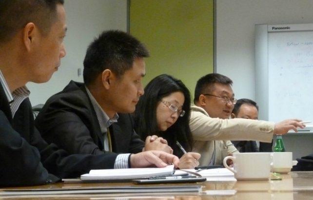 Chinese editors explore changing economic relationship with Australia
